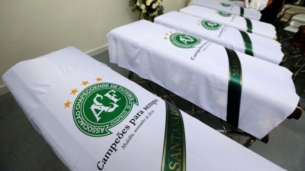 Tristeza y lágrimas por las víctimas de la tragedia aérea — Chapecoense
