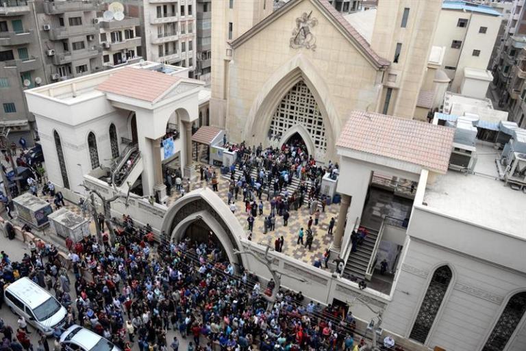 Bomba mata a 26 personas en iglesia — Egipto