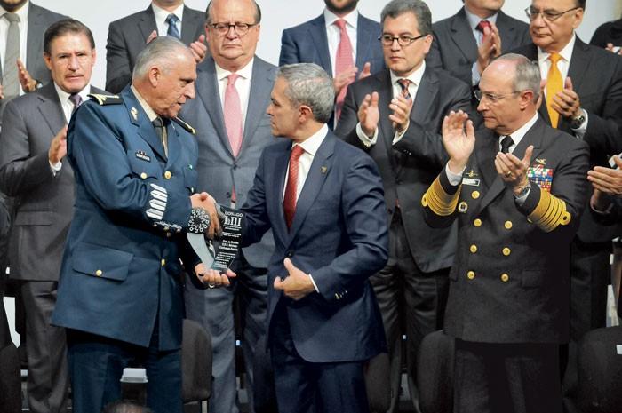 Reconoce Conago heroica labor de las Fuerzas Armadas en todo el país