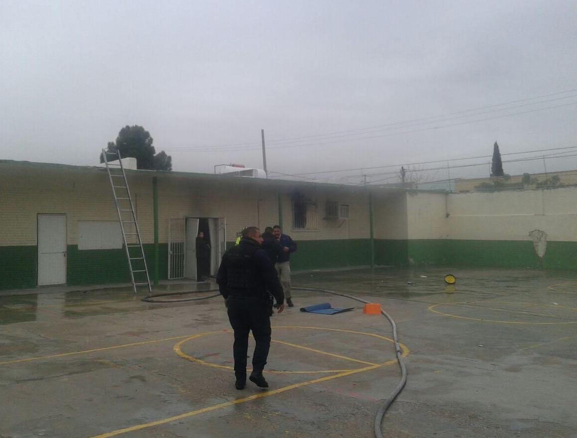 Explota tanque de gas en primaria Luis Cabrera — En vivo