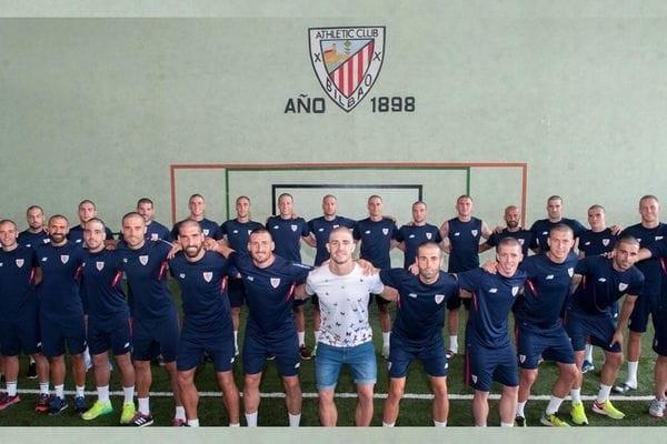 El plantel del Athletic de Bilbao se rapó el pelo por Yeray