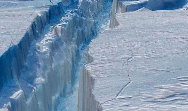Cerca de desprenderse un enorme iceberg en la Antártida