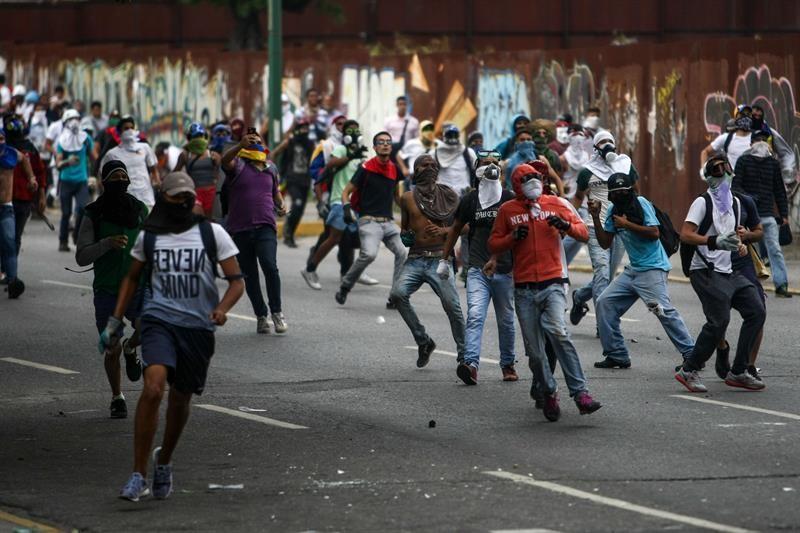 España recomienda a sus ciudadanos restringir viajes a Venezuela