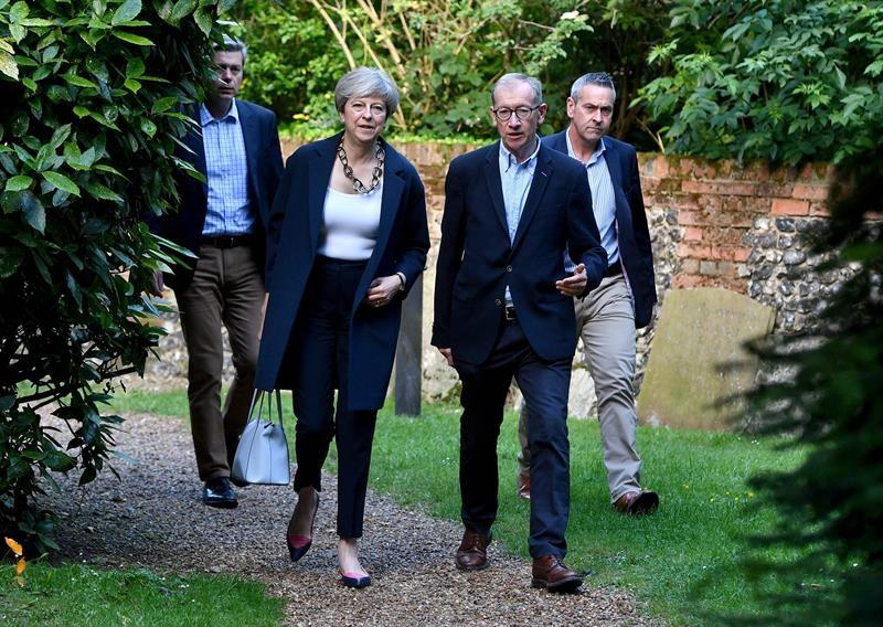 La primera ministra británica, Theresa May, revela su nuevo gabinete