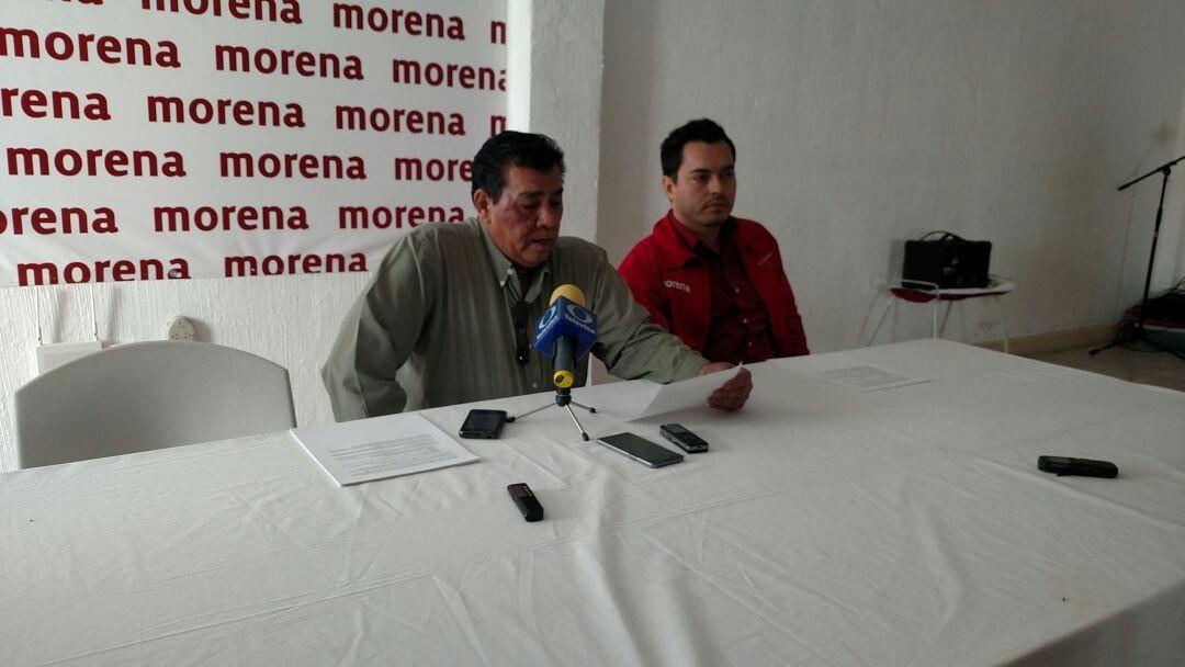 Abuchean a Pérez Cuellar, Eti, Valencia y Beltrán en pacto con AMLO