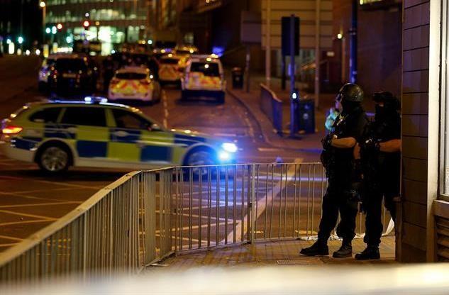 Los vecinos desalojados por la Policía en Manchester regresan a sus casas