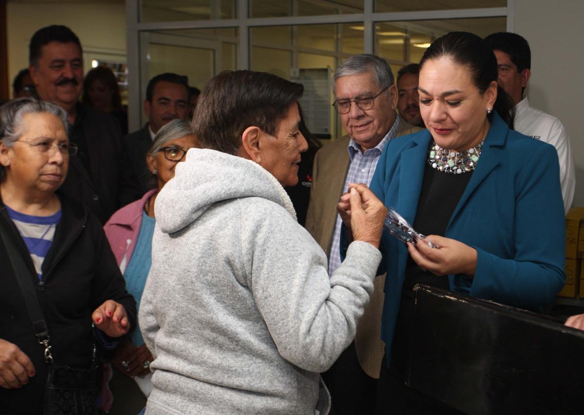a9f9726b1a Reciben anteojos personas de bajos recursos en Juárez   El Fronterizo