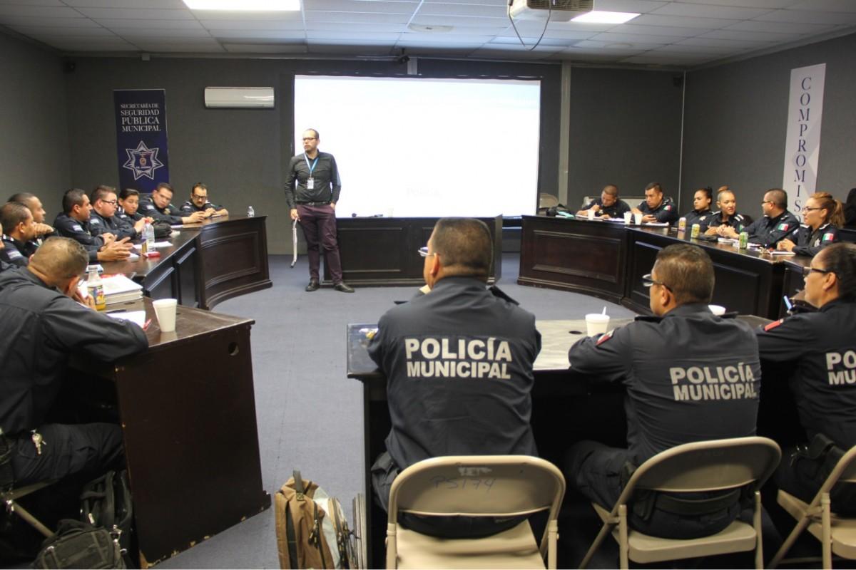 Investigador de la onu imparte curso a mandos e for Oficina policia nacional