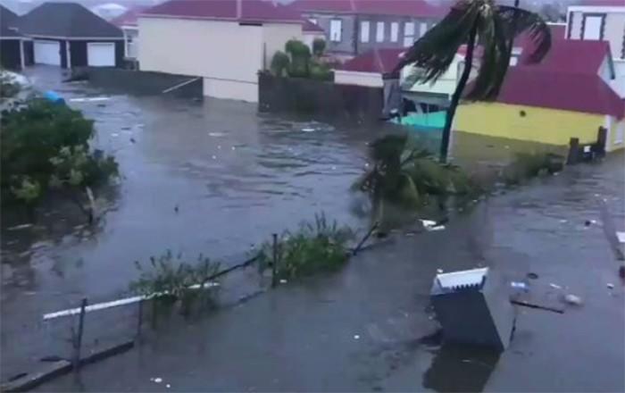Evacúan Barbuda ante la llegada de huracán José este sábado