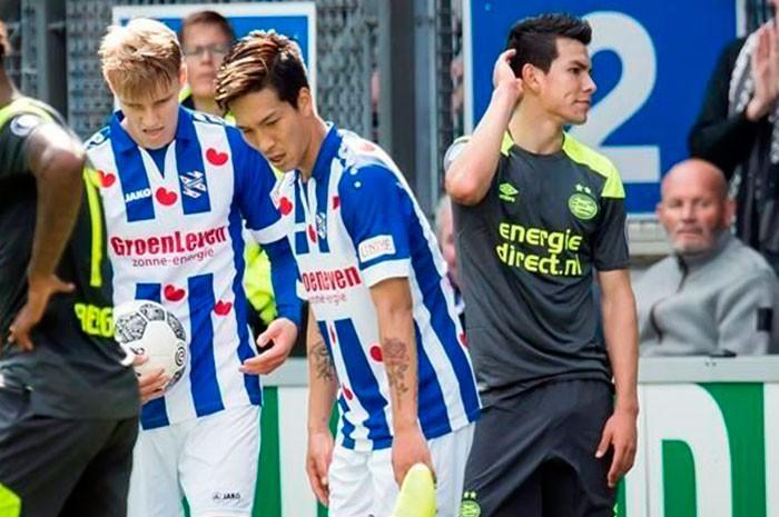 Expulsan a mexicano Hirving Lozano en derrota de PSV ante Heerenveen