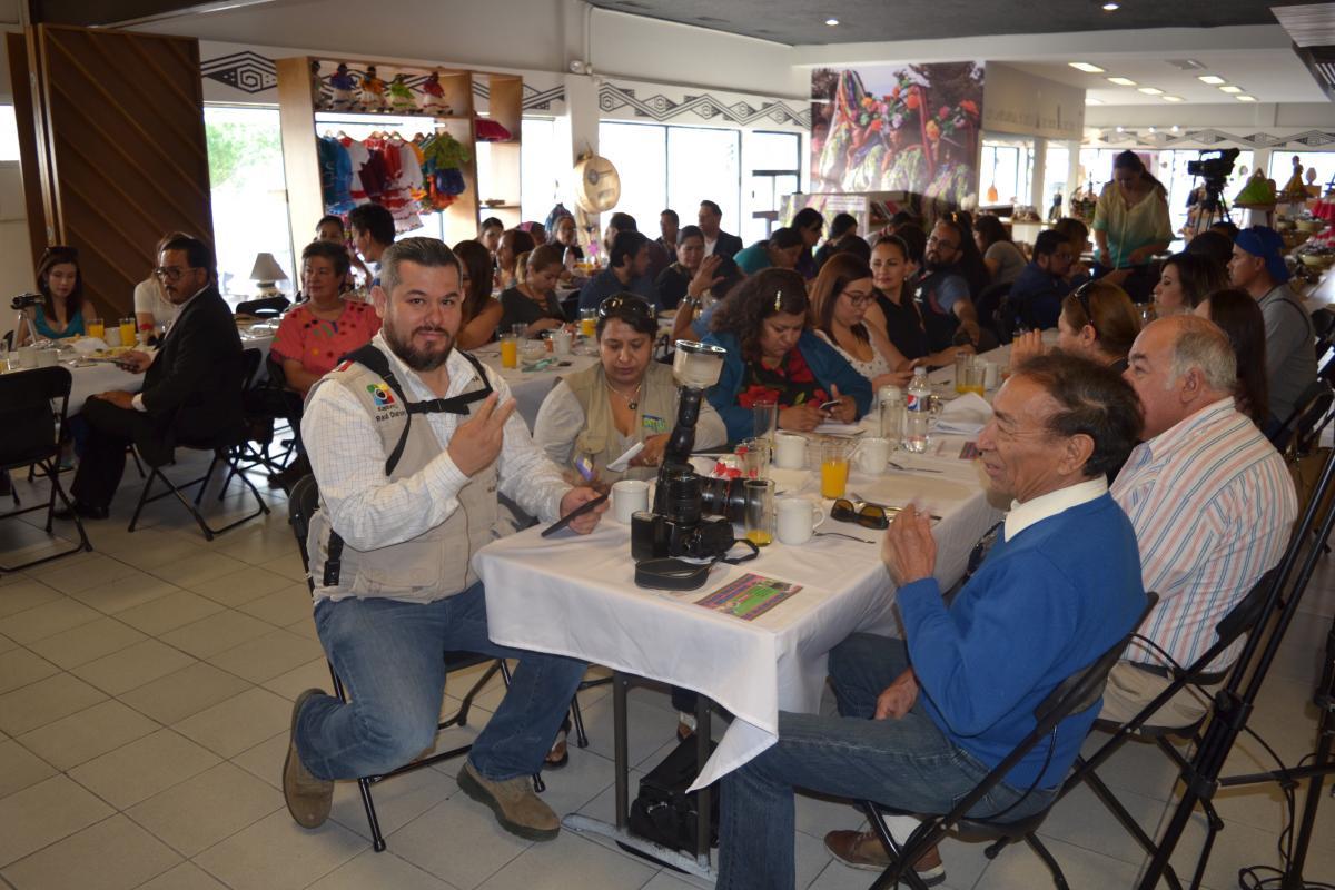Perfecto Dueño Del Restaurante De Reanudar Muestra Friso - Ejemplo ...