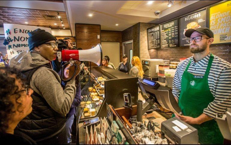 Arresto a dos hombres en Starbucks se viraliza y genera críticas
