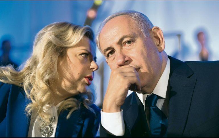 Policía israelí recomienda enjuiciar a Netanyahu y su esposa por corrupción