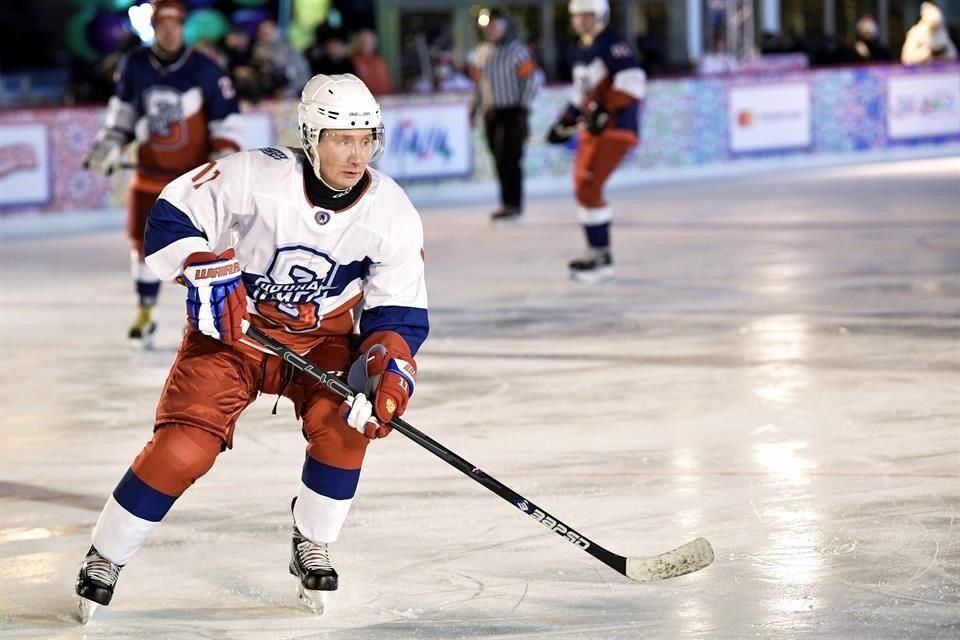 [Video] Putin despide el 2018 jugando hockey
