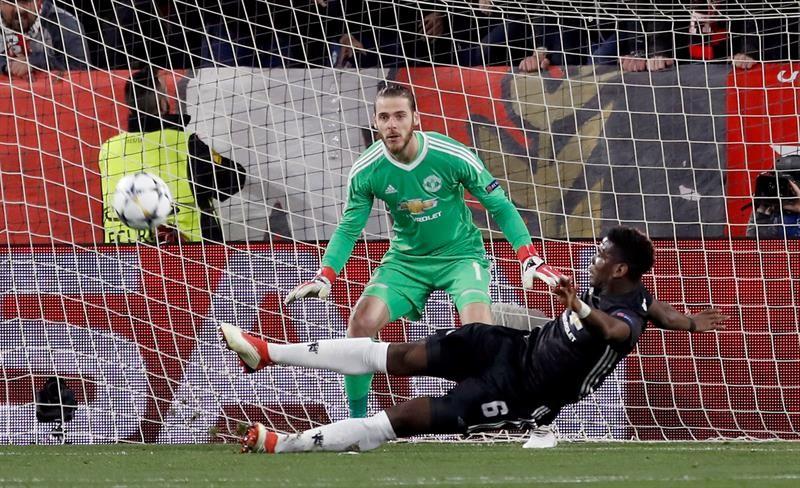 Miguel Layún, con buena vibra en el Sevilla-Man. United