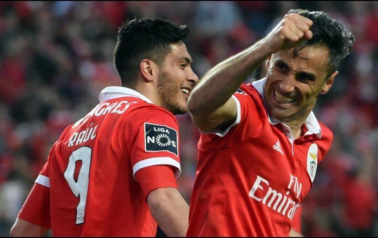 Con asistencia de rabona de Jiménez, Benfica vence 2-0 a Guimaraes