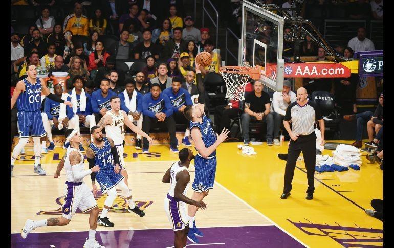 Nikola Vucevic encabeza el nuevo triunfo del Magic sobre los Lakers