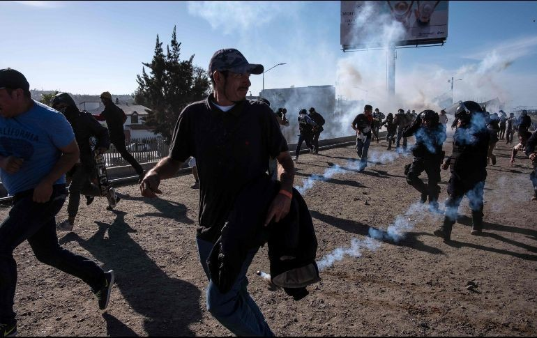 Actualidad: Caos, gases y balas de goma en la frontera