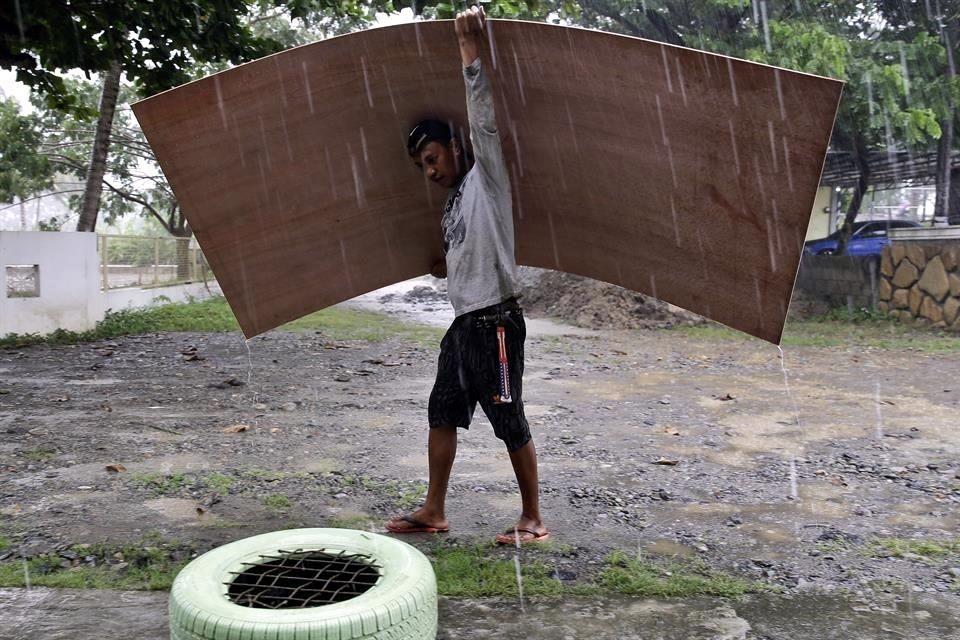Carrera contrarreloj para encontrar a mineros sepultados por un alud — Tifón Mangkhut