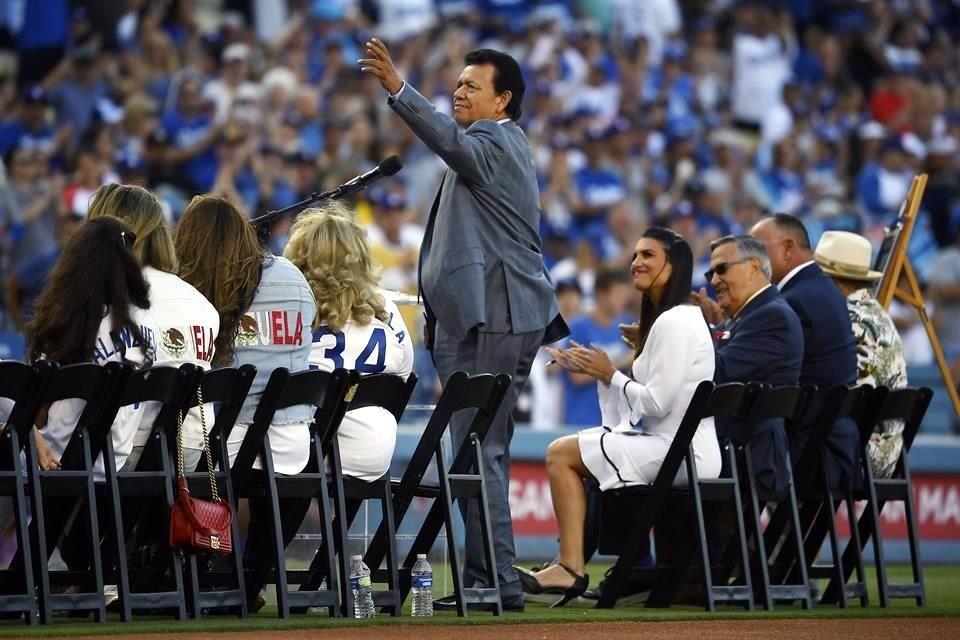 Fernando Valenzuela, entre las Leyendas de Dodgers
