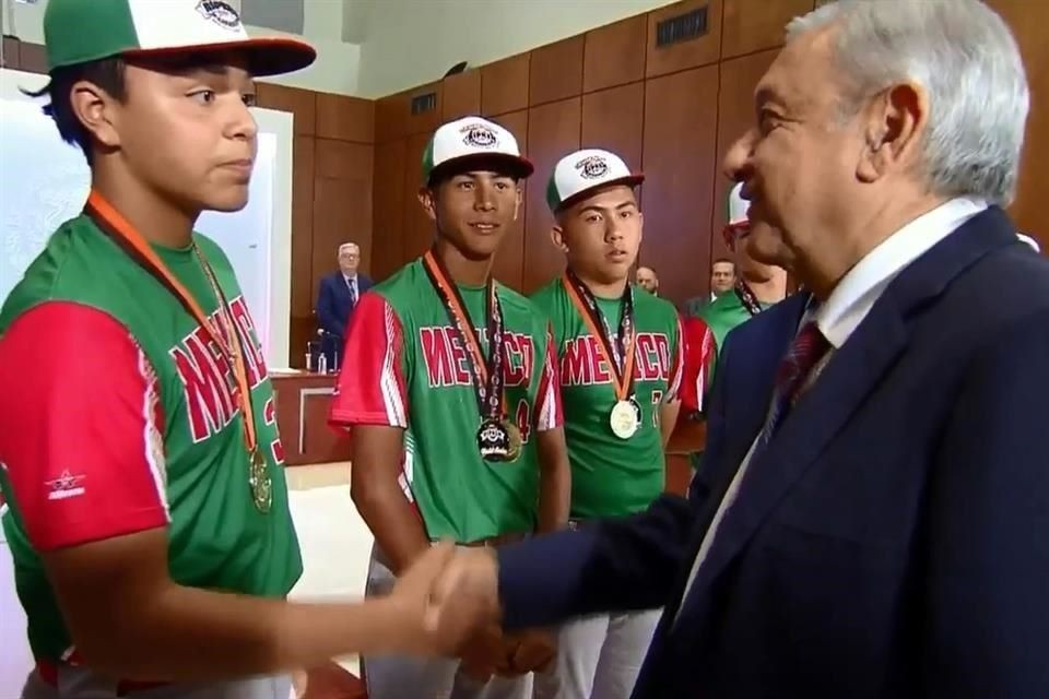 Si hubiese tenido beca de béisbol, no sería Presidente: López Obrador