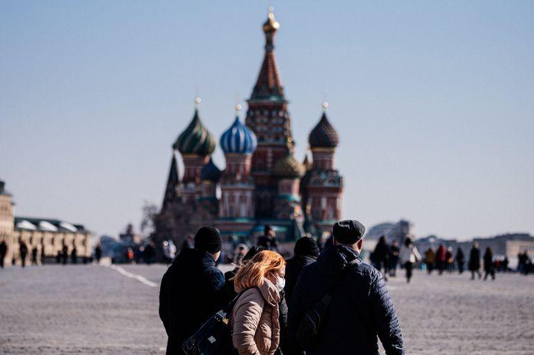 Rusia bate récord diario de contagios y muertes por covid-19