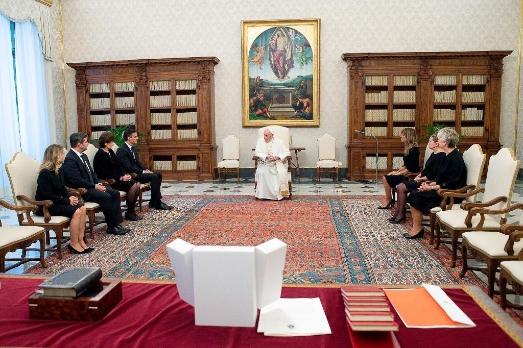 Papa Francisco recibe a presidente del gobierno español